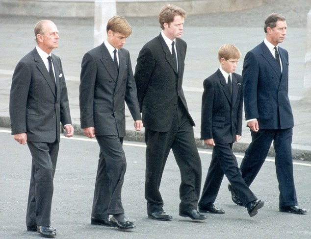 Pkt1453 - 53008 PRINCE CHARLES (LIFE TIME OF PICTURES BY PA) 1997 Prince Charles, Prince William, Prince Harry, Earl Althorp and Duke of Edinburgh walk behind Diana, The Princess of Wales' funeral cortege.